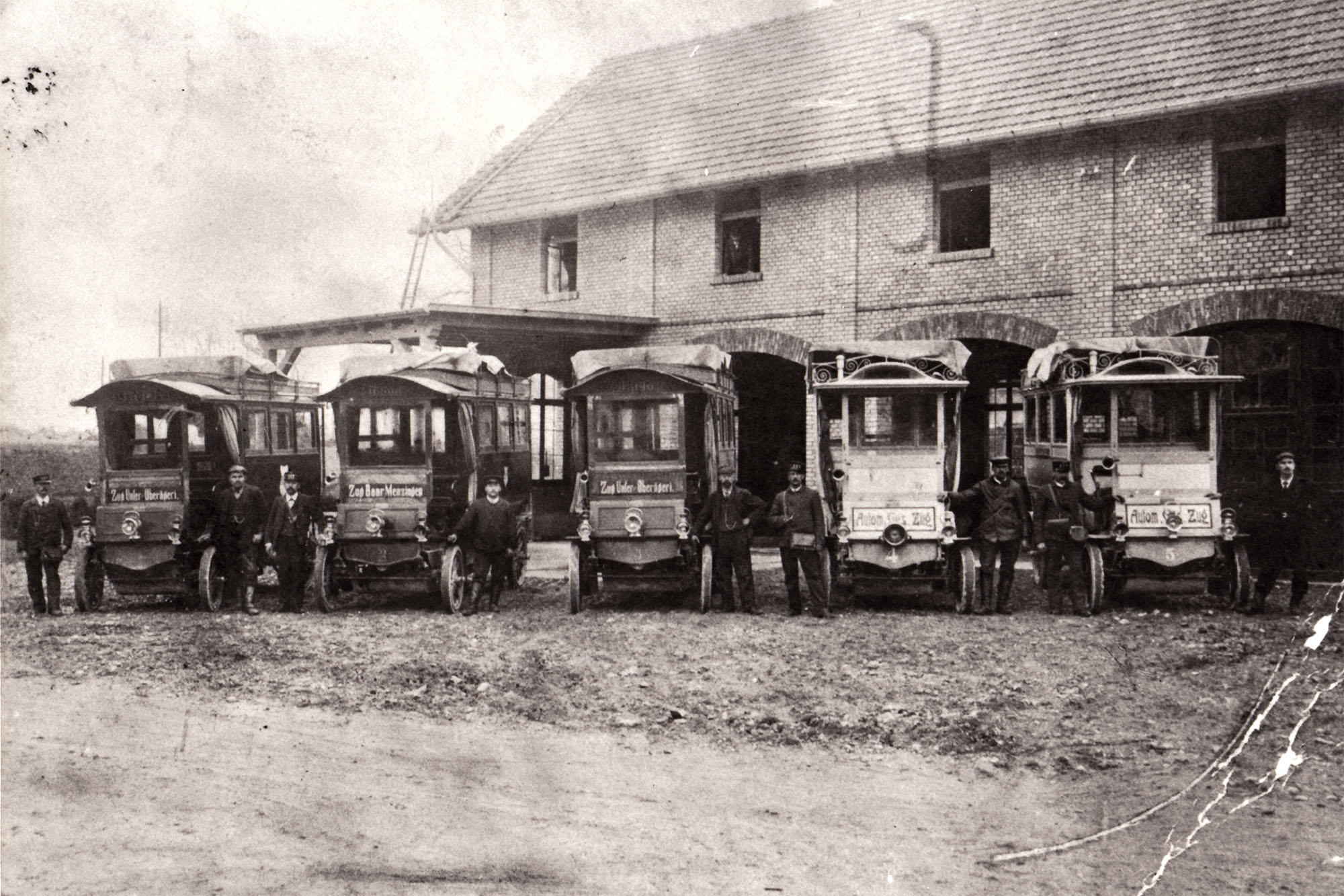 Orion-Busse vor dem Depot