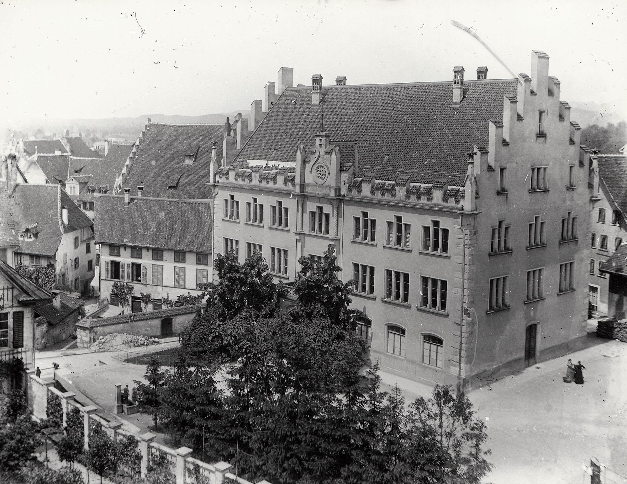 Burgbach-Schulhaus Zug
